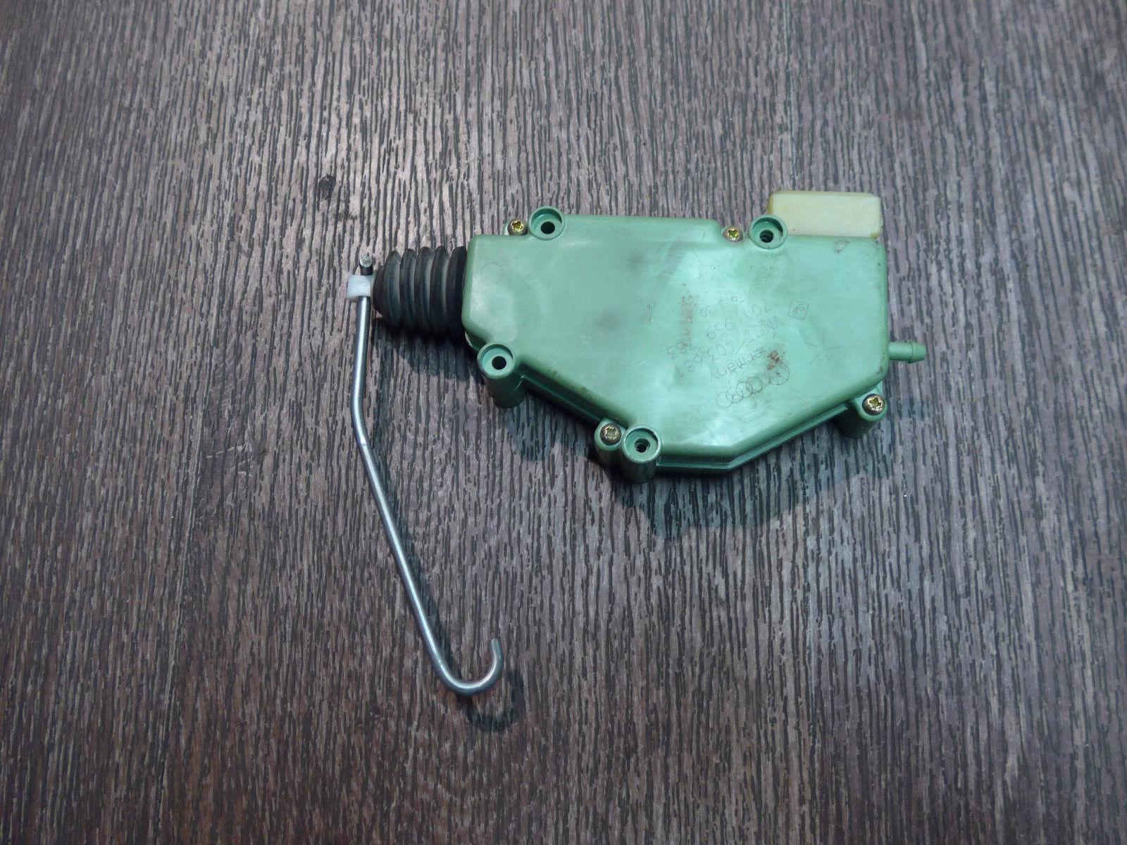 Stellmotor-ZV-Zentralverriegelung-Hinten-Heckklappe-701959783-VW-T4-_57.jpg